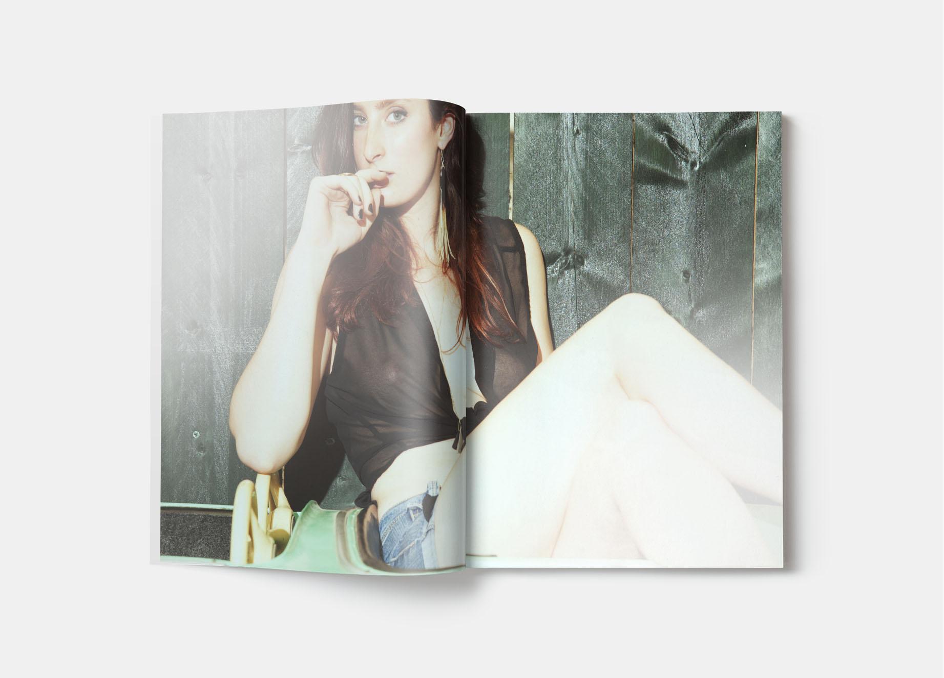 Publication - mode - Photos : Laurent Scavone. Laurent Scavone est un photographe de mode et de publicité.